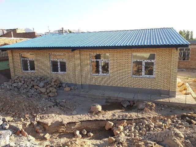 آخرین تلاشها برای آماده شدن مدرسه سه کلاسه خیّرساز در روستای ینگجه برای افتتاح در اول مهر